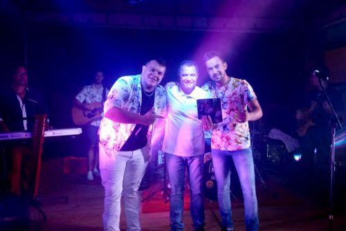Prefeito Val Dantas com a dupla Matheus & Lorenzo