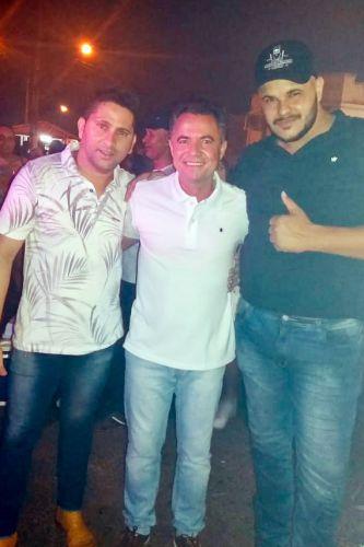 Prefeito Val Dantas com a dupla Jonathan & Gustavo