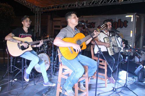 Pedro Henrique & Trevisan e Banda encerram show de Ano Novo na cidade