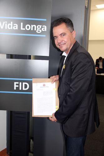 Prefeito Val Dantas assina conv�nio em S�o Paulo para revitaliza��o da pra�a