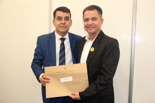 Coordenador do FID Elnatan com o prefeito Val Dantas