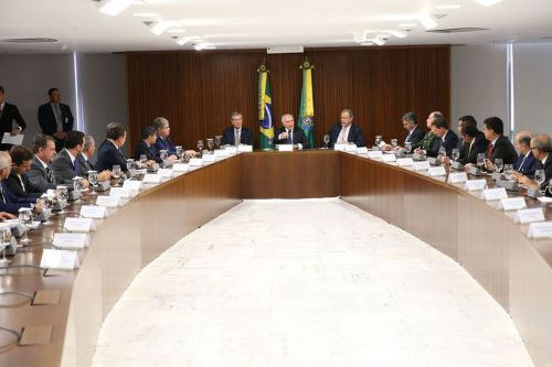 Presidente Temer e prefeitos durante o encontro