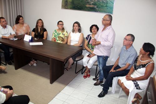 Autoridades e conselheiras durante posse no gabinete