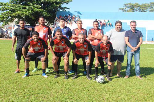 Equipe veteranos com Hudson, Maurilei e prefeito Val Dantas