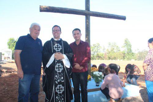Secretário de Obras Airton Ferreira, padre Jorge e o prefeito Val Dantas