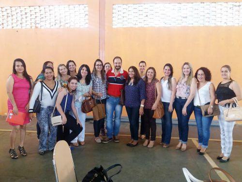 Secretária Ariele com educadores na segunda etapa