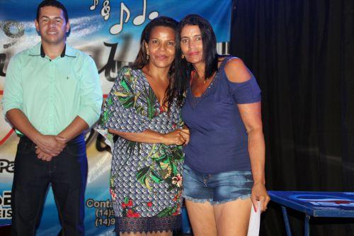 Vereadora Cidinha entrega pr�mio � m�e sorteada
