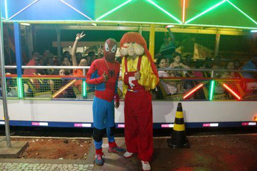 Personagens Homem Aranha e Fofão animaram a festa