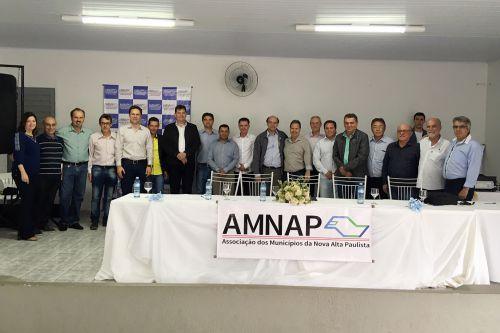 Prefeitos, vereadores e demais autoridades presentes no evento em Parapuã