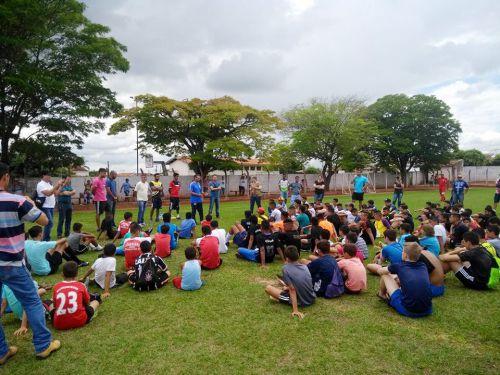 Cerca de 250 atletas participam da avaliação, ocorrida no estádio em Mariápolis