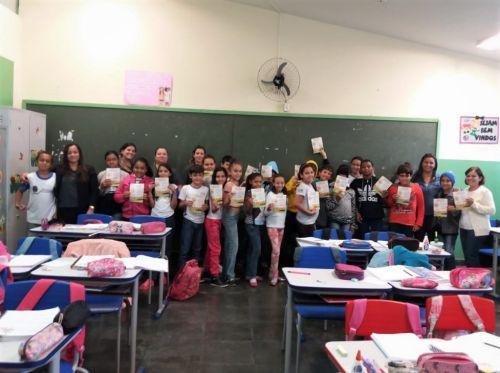 Conselheiras com os alunos da Escola Nelson Magnani e a professora Ester