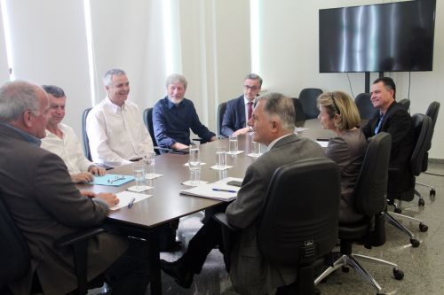 Autoridades durante audi�ncia com general Jo�o Camilo, na Secretaria de Seguran�a P�blica