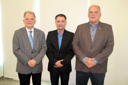 Deputado estadual Mauro Bragato, prefeito Val Dantas e o general Jo�o Camilo, ap�s audi�ncia na Secretaria de Seguran�a P�blica