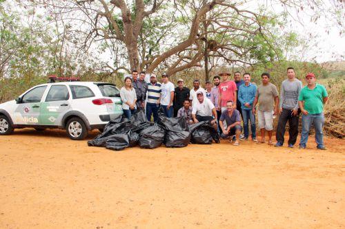 Autoridades e participantes da importante ação ambiental