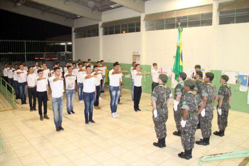 Foram 32 jovens que receberam os certificados do Serviço Militar