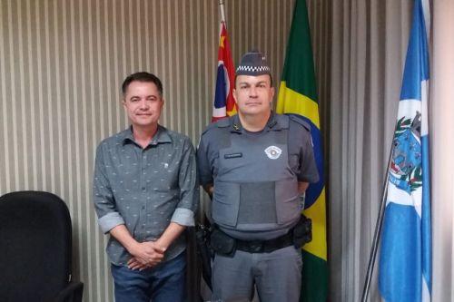 Prefeito Val Dantas e o 1� Tenente PM Rodrigo Afonso ? atual comandante da 2� Companhia da Pol�cia Militar