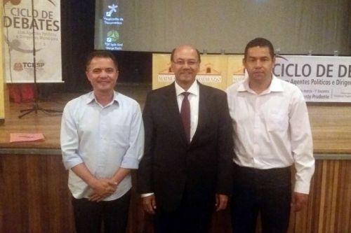 Prefeito Val Dantas, diretor da unidade regional de Adamantina - Edson Hideo dos Santos e o presidente da Câmara Alex. Foto: Cedida.