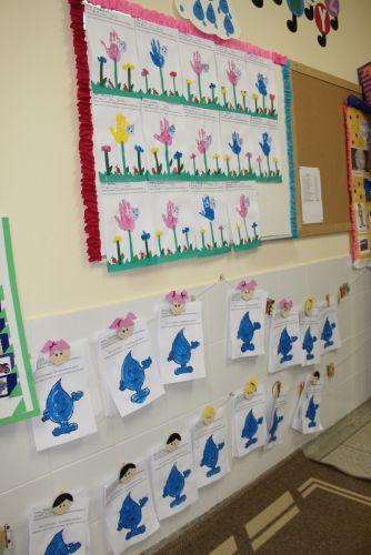 Cartazes foram desenhados pelos alunos da creche