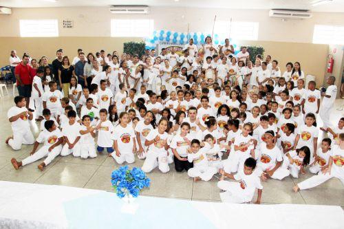 Autoridades com alunos de Mari�polis e participantes das cidades da regi�o