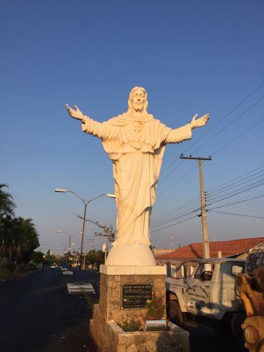 Monumento do Cristo antes de receber a pintura