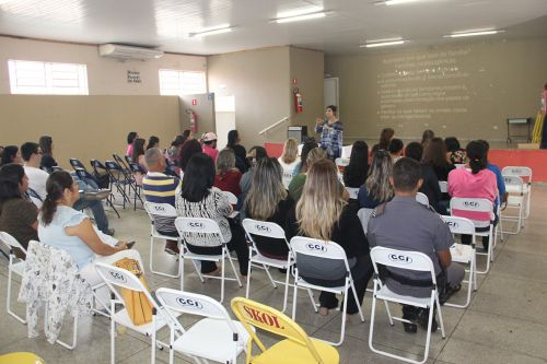 Palestra ocorreu no centro comunitário de Mariápolis
