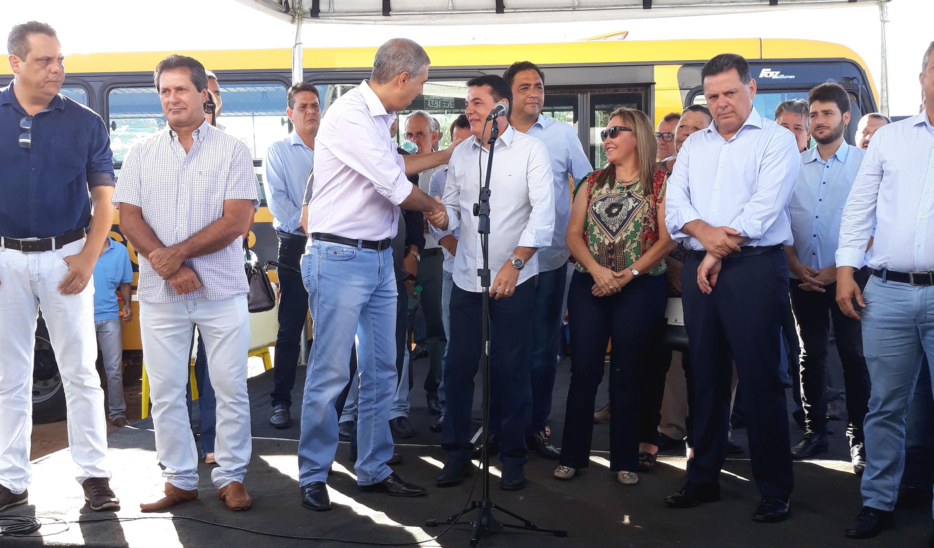 PREFEITO CÁSSIO GUSMÃO PARTICIPA DE INAUGURAÇÃO E PEDE APOIO AO ESTADO