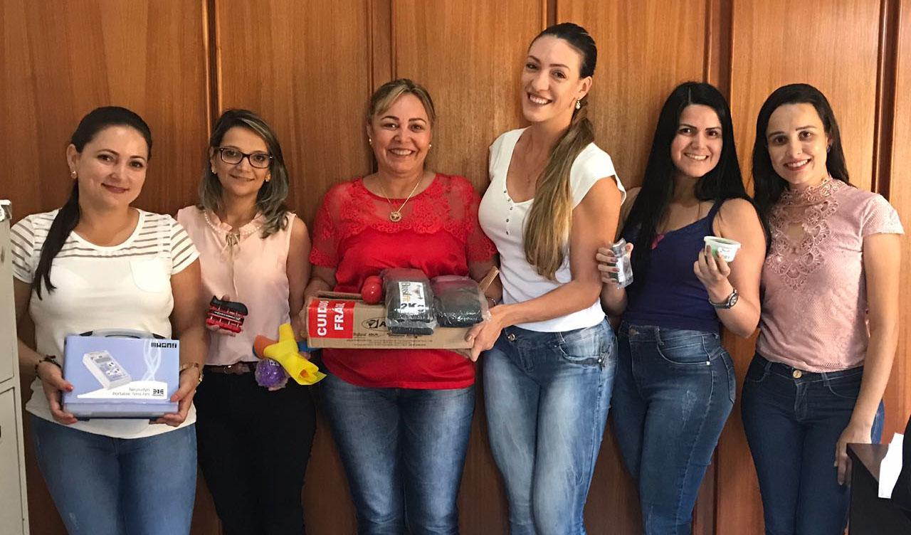 PRIMEIRA-DAMA DIVINA ARRUDA ENTREGA EQUIPAMENTOS AO NASF