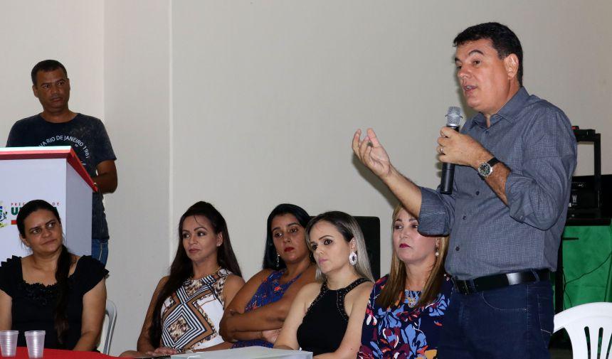 PREFEITO CÁSSIO GUSMÃO E 1ª DAMA DIVINA ARRUDA ENTREGAM CERTIFICADOS