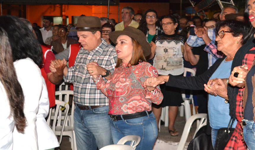 ANIMAÇÃO E MUITA MÚSICA MARCAM MISSA SERTANEJA NO SEXTO DIA DE NOVENAS