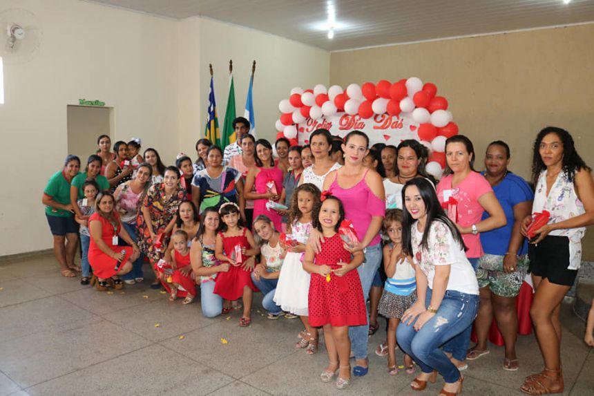 Dia de homenagens para as mães do SCFV!