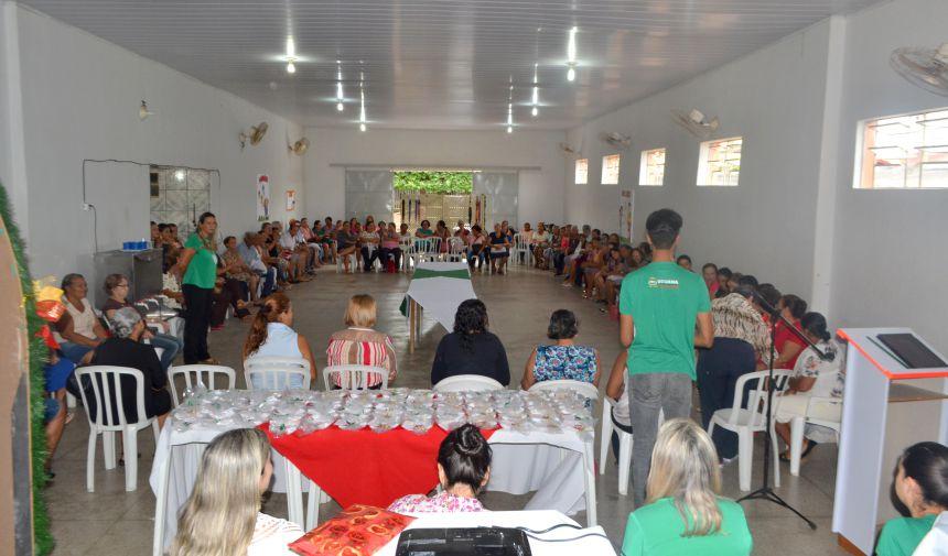 SECRETARIA PROMOVE FESTIVIDADE COM ALUNOS DA OFICINA DE HIDROGINÁSTICA