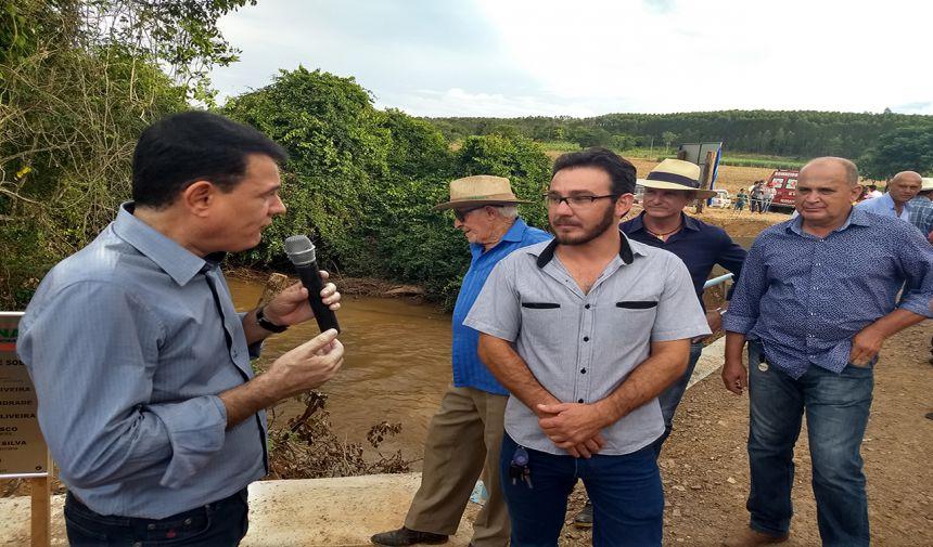 PREFEITOS CÁSSIO GUSMÃO E ZILOMAR INAUGURAM PONTE SOBRE RIO SUCURI