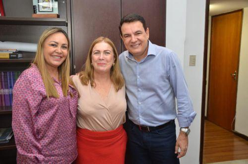 PREFEITO CÁSSIO GUSMÃO E PRIMEIRA DAMA DIVINA ARRUDA BUSCAM RECURSOS JUNTO AO GOVERNO DO ESTADO