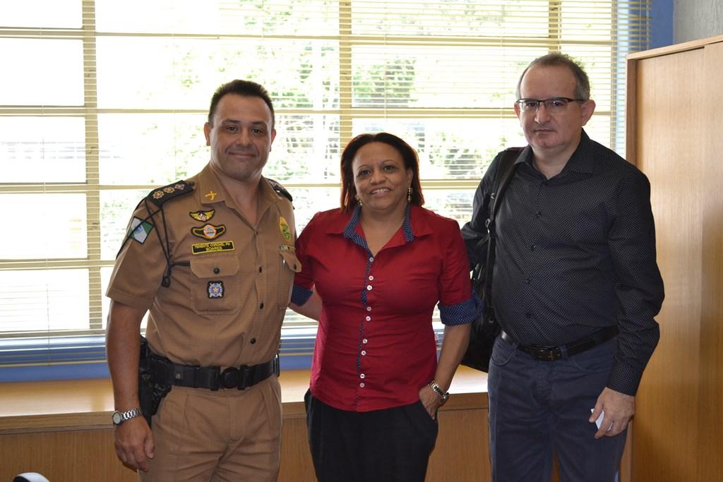 Com o chefe da 5ª Seção de Estado-Maior da PMPR, Tenente Coronel Nelson Argentino Soares Júnior