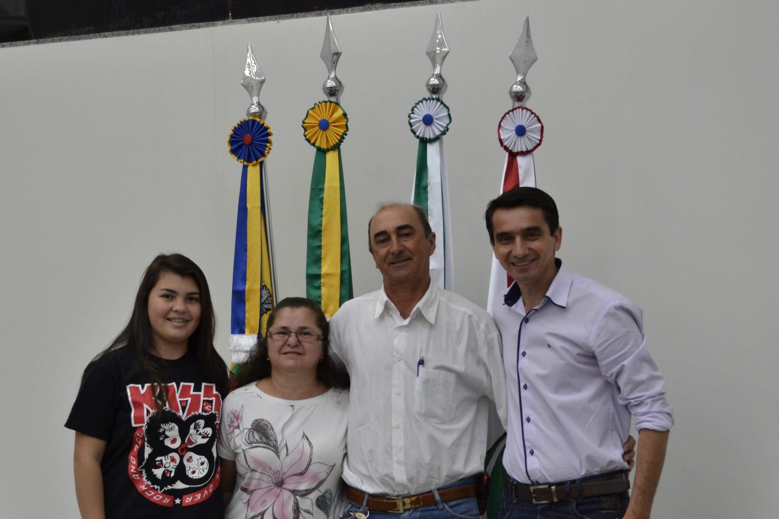O presidente da comunidade São Luiz Antônio de Freitas, sua esposa Luzia de Freitas e a filha do casal Alessandra de Freitas