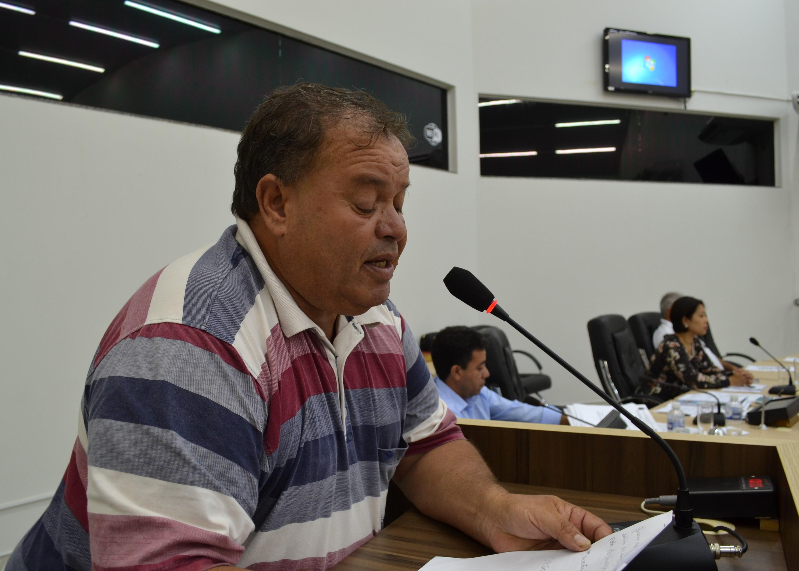 Vereador Batista pede melhorias no serviço de limpeza pública e guardas de trânsito para organizar o movimento do redondo