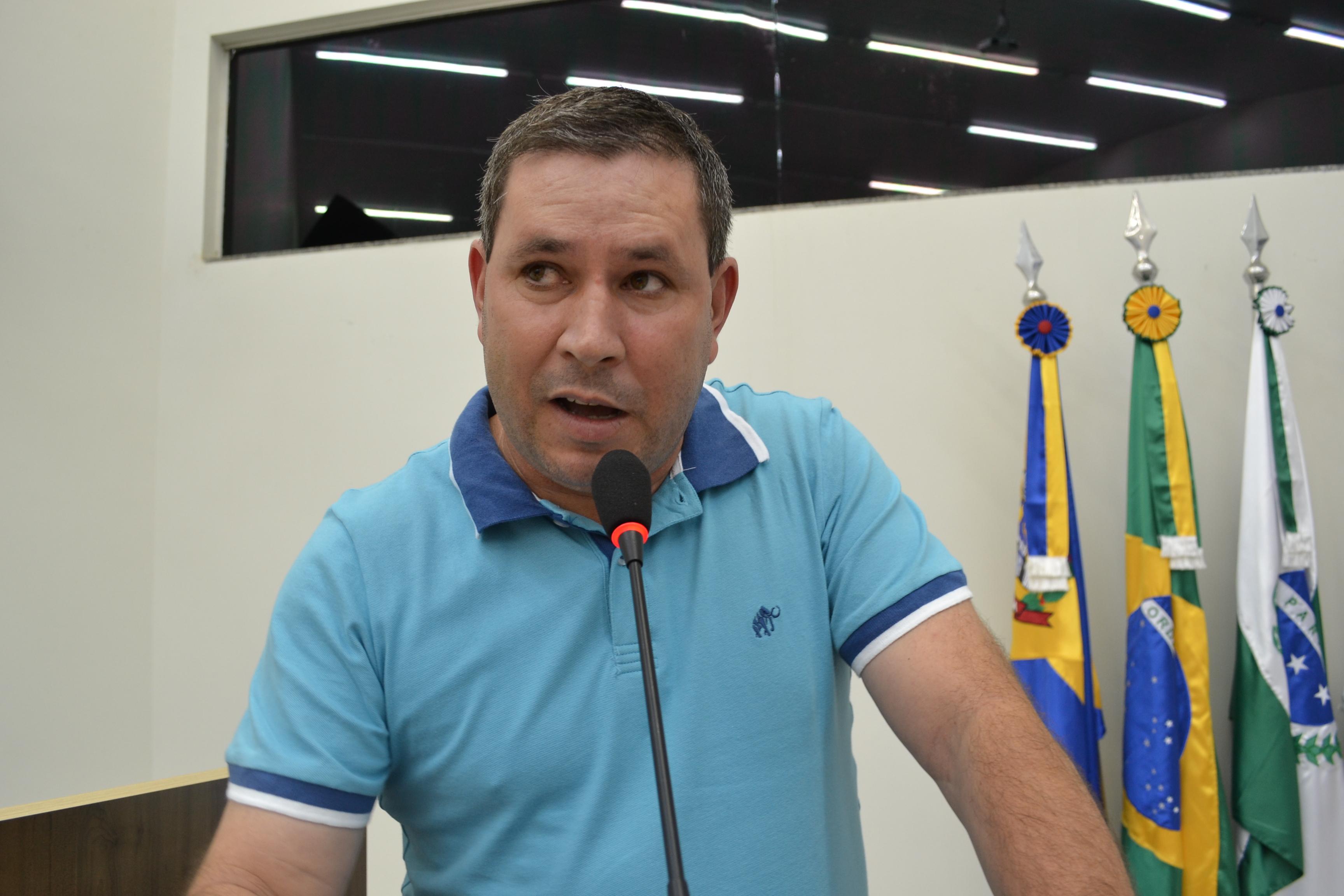Serginho indicou reforma para a quadra esportiva da Escola Municipal Aurea Benck