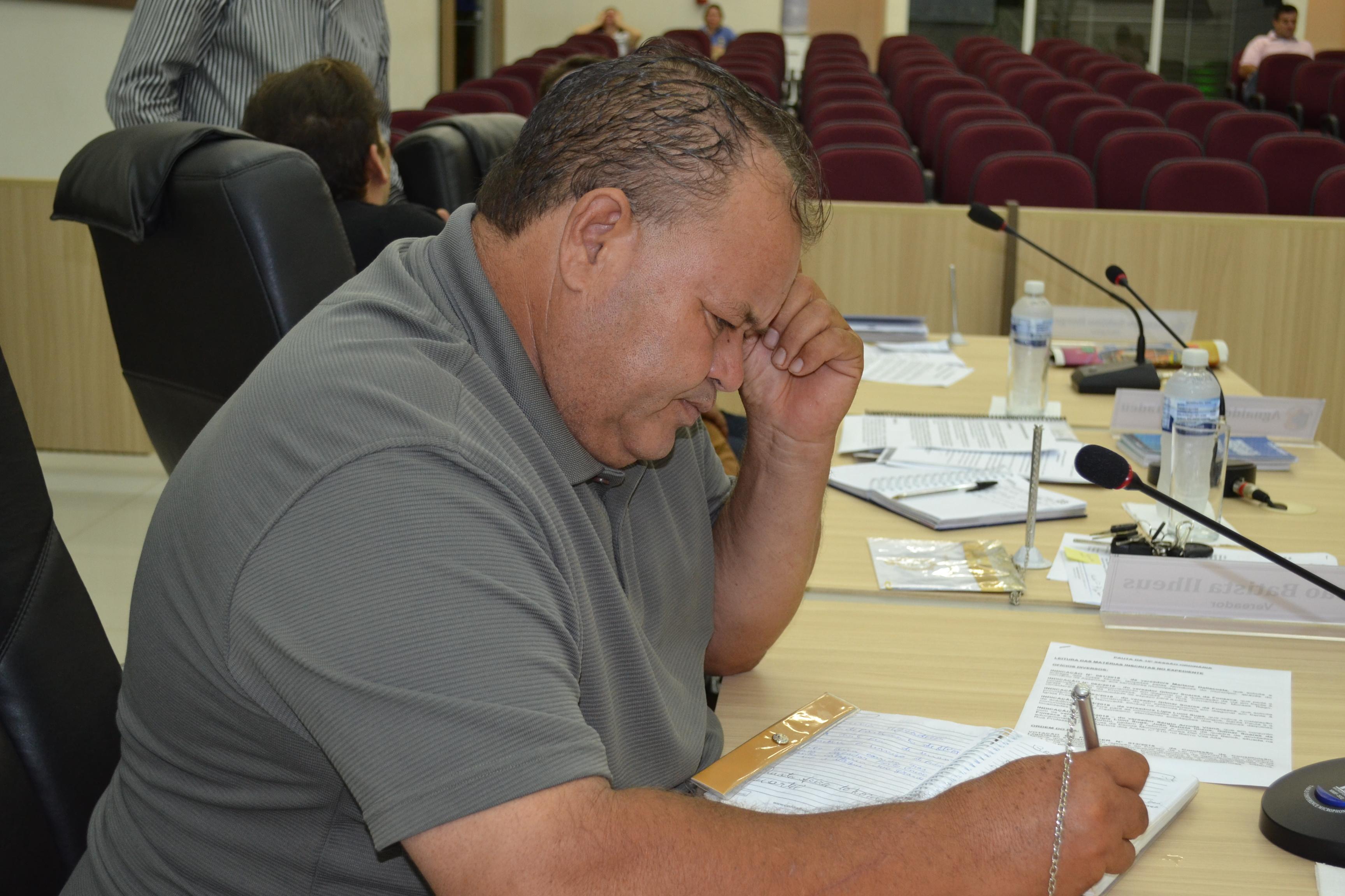 Batista reforça o pedido para a reforma do Ginásio da Vila Eletrosul