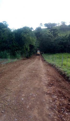 Secretaria de Obras e Serviços Urbanos, estão realizando melhorias na estrada da Linha Bom Plano!!