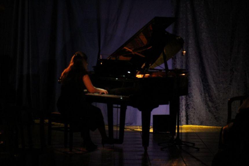 Projeto Piano Itinerante com Gisele Rizental