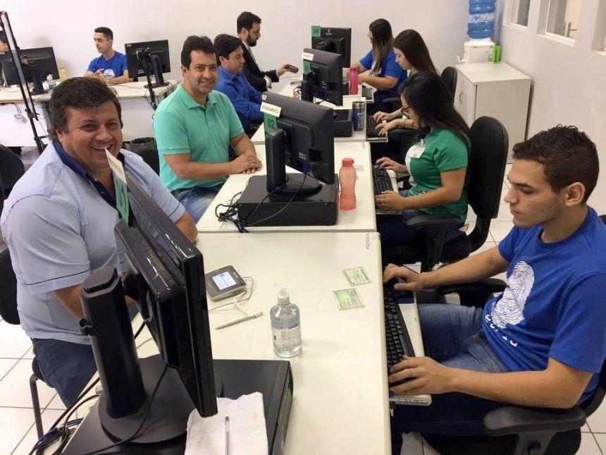 Prefeito Juninho e o Vice-prefeito Minoru realizam cadastramento biométrico