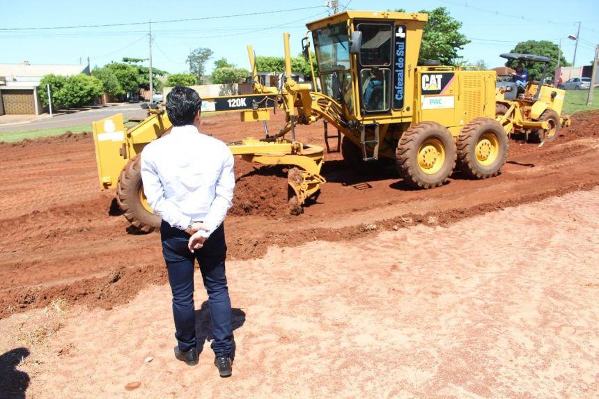 Iniciaram-se as obras de terraplanagem em um trecho da Praça da Bíblia