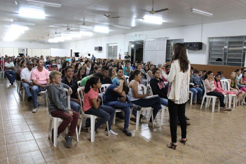 Palesta com a Assistente Social Edyane Silva de Lima