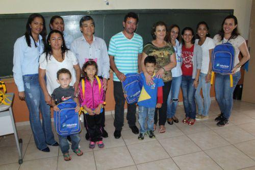 Estudantes da Rede Municipal de ensino recebem Materiais escolares.