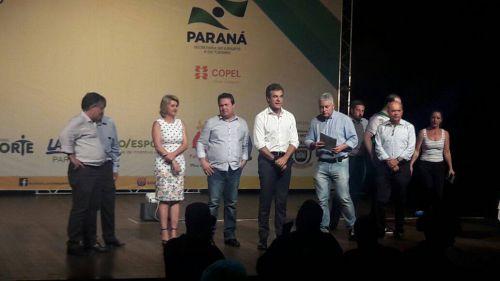 Distribuição dos materiais esportivos do Projeto Lazer Paraná