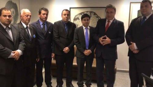 O Prefeito Juninho, acompanhado de alguns vereadores visitam o gabinete do Senador Álvaro Dias