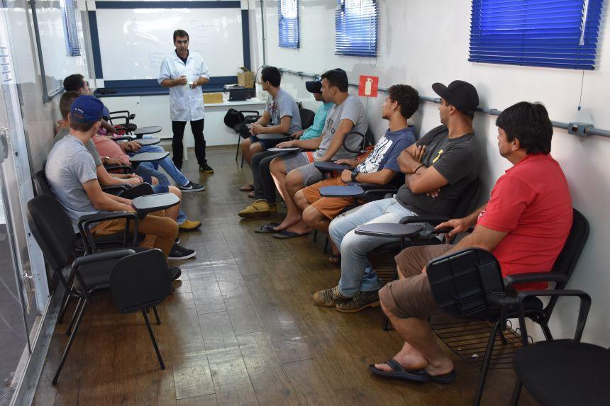 Cerimônia marca início de cursos promovidos pela Secretaria de Desenvolvimento Social em parceria com o SENAI