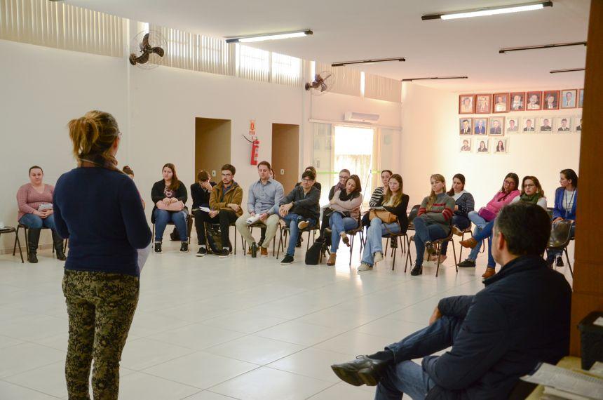 Médicos e enfermeiros de Corbélia participam de reunião fechada com equipe da Secretaria de Saúde