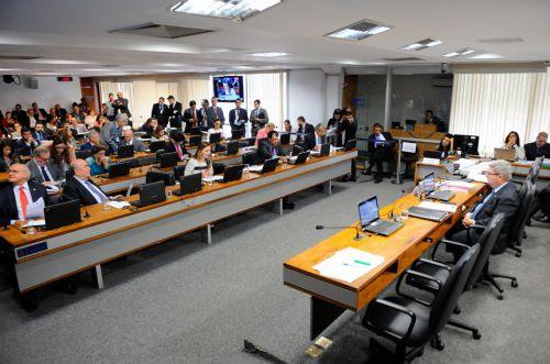 CCJ aprova demissão de servidor por ′insuficiência de desempenho′