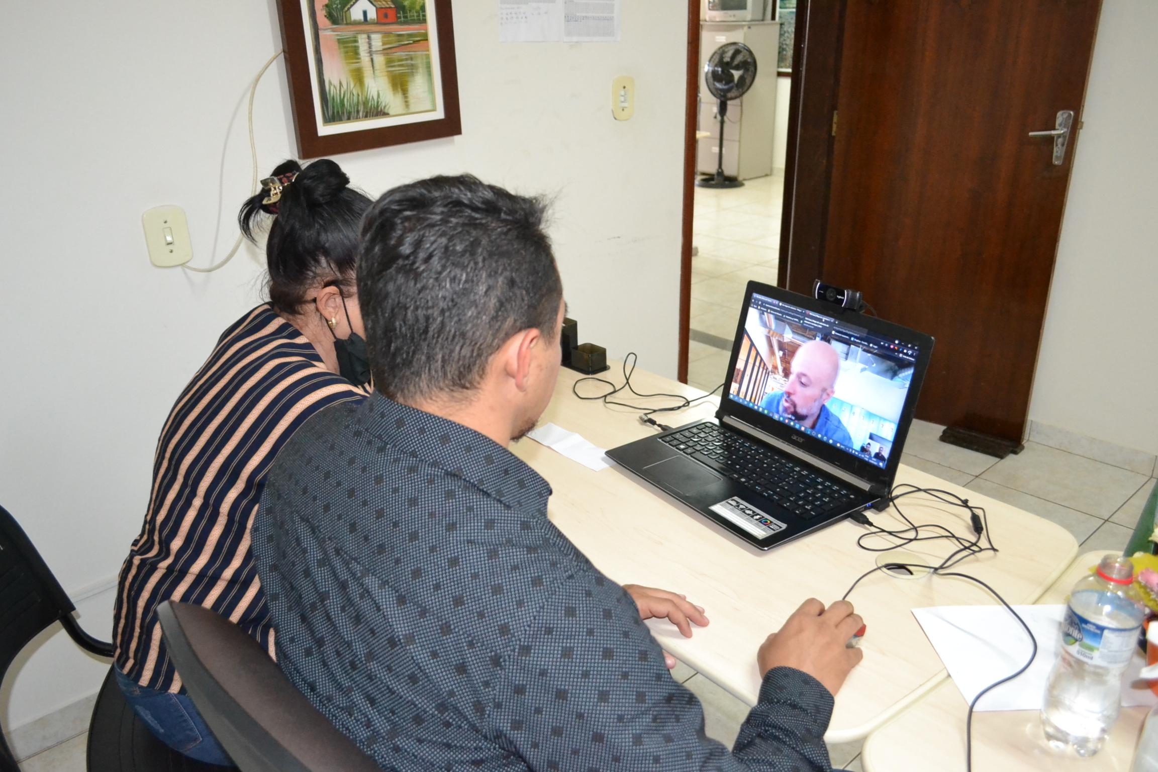 Vereadores �di Willian e Clarice representando a C�mara de Faxinal